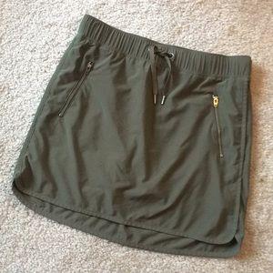 Athleta adorable army green skirt size xs